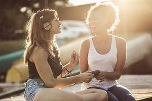 如何通过听英文歌提高英语学习?