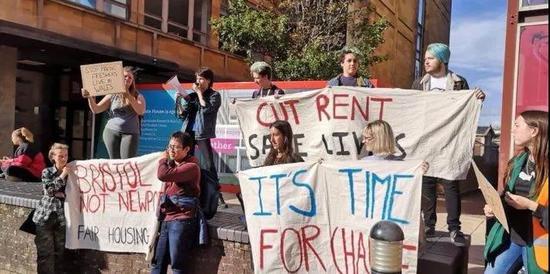 英国大学生们 不准备交租金了?