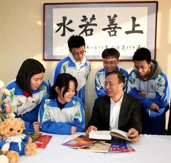 北京市特级校长、对外经济贸易大学附属中学 刘国雄
