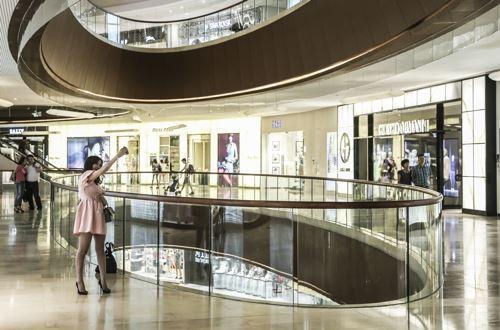 """在时尚界,中国本土企业的海外""""买买买""""仍在继续。-宋文辉摄"""