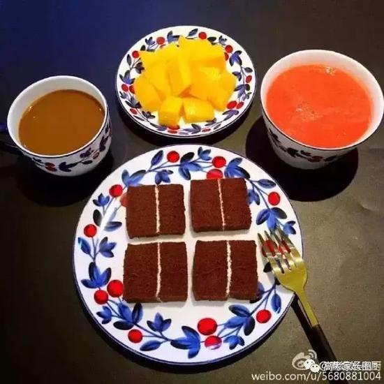 可可海面蛋糕+西红柿汁+芒果