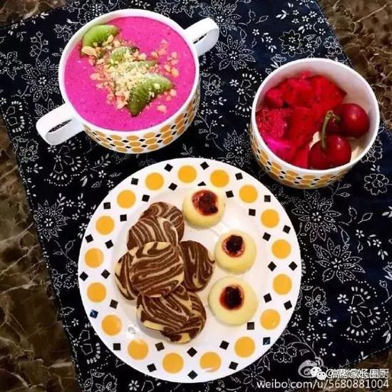 火龙果奶昔+自制小甜点