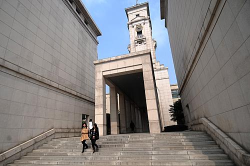 打头阵的诺丁汉大学海外分校目前学生人数最多,中国宁波校区有近8000名学生,马来西亚有5000名学生。图/新华社