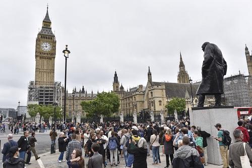 """资料图:英国伦敦""""大本钟"""" 新华社发"""
