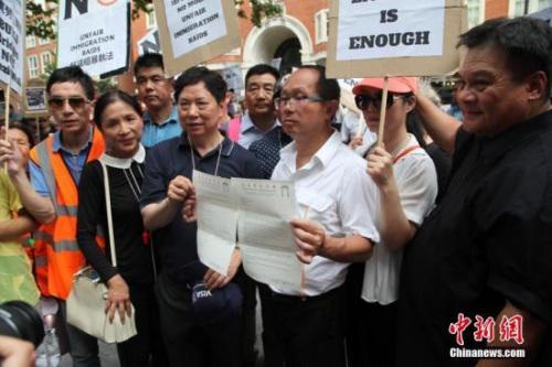 粗暴执法遭抗议 伦敦警队将与华埠建立沟通机制