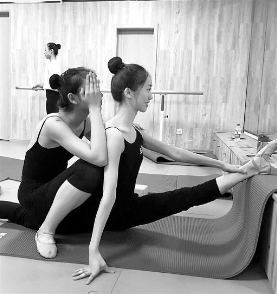吴乐彤(右)在训练