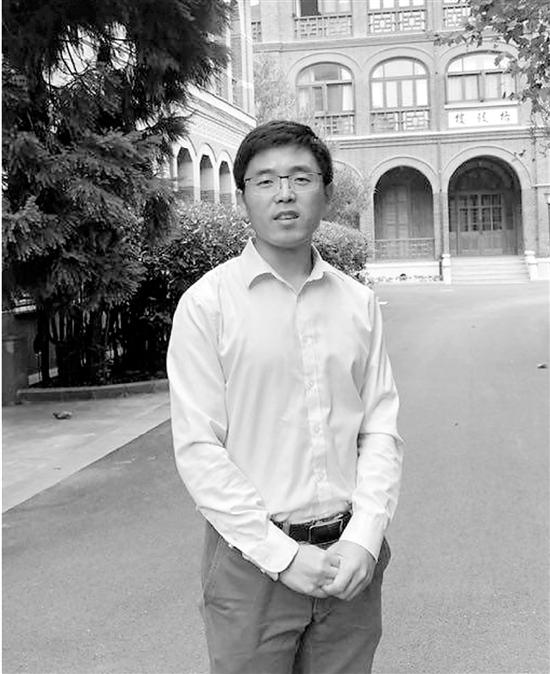 老师马寅翔接受记者专访。