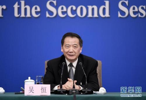 3月10日,十三届全国人大二次会议新闻中心举行记者会,全国人大教育科学文化卫生委员会副主任委员吴恒在回答记者提问。 新华社记者 王鹏 摄