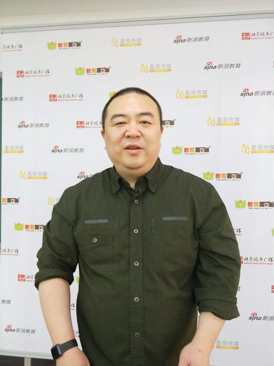 精华学校校长 廖中扬