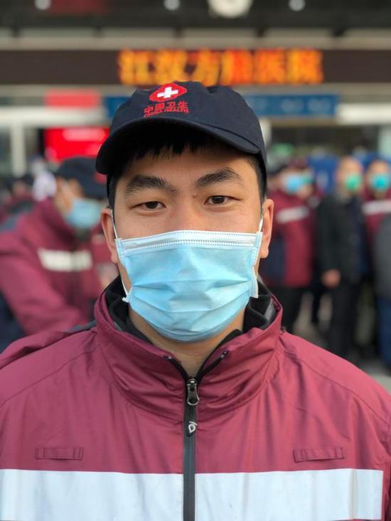 广东援鄂医疗队队员刘晓春 高龙\摄