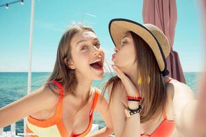 你快乐吗?调查显示新加坡海外出生居民更快乐
