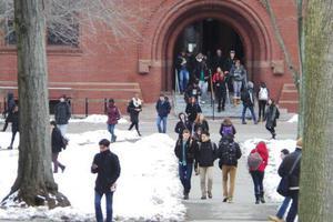 美哈佛大学录取率创新低 被录取亚裔学生比率提高
