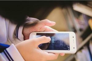 大学生手机沉迷调查:超七成手机没网影响生活