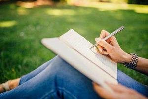 五点参考因素让你的论文选题写起来得心应手