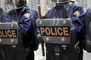 华裔警察制服多伦多撞人嫌犯 被赞出色完成任务