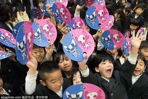 日高中积极招收中国学生 开学典礼唱中国国歌
