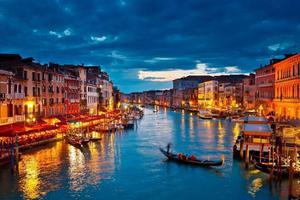 应对被人潮淹没 意大利出台措施限制威尼斯游客