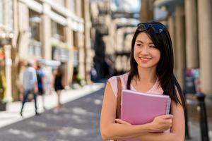 美纽约华裔当选学区委员 将为亚裔学子争取权益
