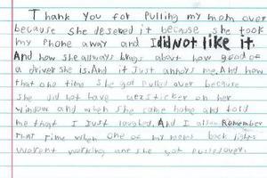 10岁熊孩子写信给警察:感谢你抓我妈妈 她活该