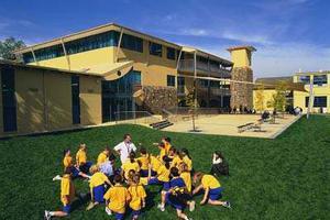澳新州公校学生严重超额 在可拆除教室内学习