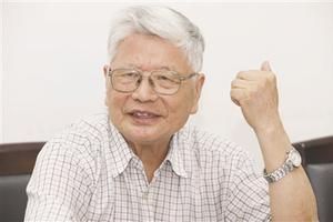 凌焕新(省写作学会名誉会长、南京师范大学教授)