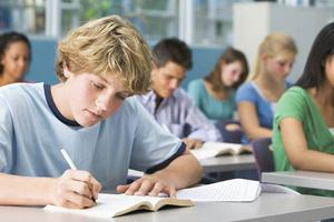 英国留学:四类学生可以免雅思入读英国大学