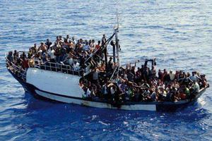 印尼游船超载倾覆 已致4人死亡190余人失踪