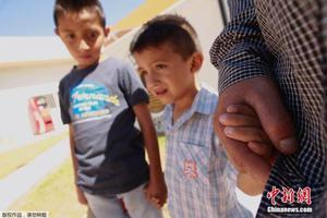美官员承诺12日让5岁以下移民儿童与父母团聚