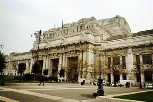 中国游客米兰火车站行李失而复得 向警方表谢意
