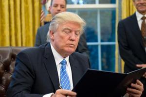 """匿名者发请愿 吁特朗普澄清""""留学生间谍论"""""""