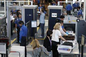 美15座机场安检升级 电子产品和水瓶不必再拿出来