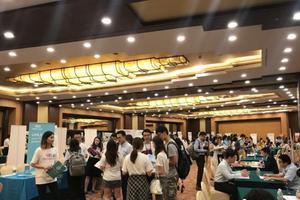 剑桥哈佛等名校700余名中国留学人员来沪求职