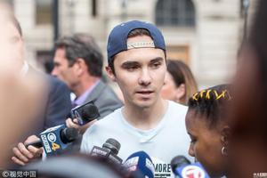 美校园枪击案幸存者参加示威游行 反对枪支暴力