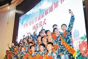 陕西空军招飞:30个初选检测站 学生可就近参加