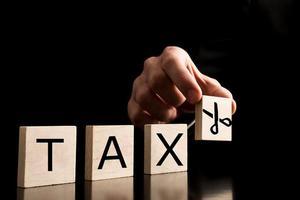 央行货币政策 明年减税降费力度有望超过1%的GDP