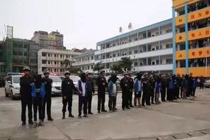 广西警方辟谣:中学生犯案被看押系在校法制宣传