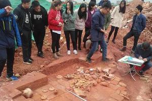 学生天天睡在古墓上?中山大学施工挖出汉古墓