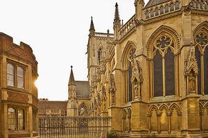 海外办学不赚钱 英国高校为什么还要迎难而上?