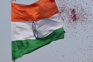 印控克什米尔一所学校发生爆炸致17人受伤