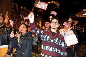 174名华人在美奥克兰入籍 融入当地文化是最大挑战