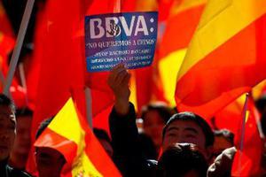大规模冻结华人账户 西班牙银行道歉了!