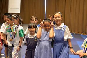 地球村新加坡站第5天:初识异国伙伴 缔结友谊之花