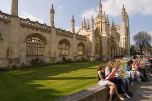 担心学位含金量下降 英国大学开始自查