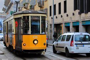意大利校车司机劫车纵火 警方惊险救出51名学生