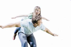 爱照顾孩子胜过工作 澳大利亚约有8万全职爸爸