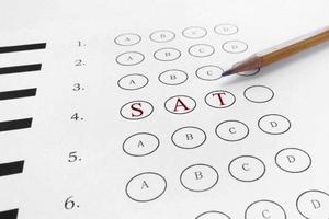 SAT考试:语言和批判性思维能力孰轻孰重?