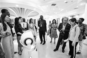 推动人工智能纳入学校综合社会实践 建设智能校园