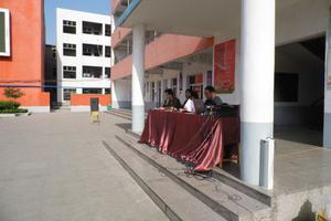 河南一民办学校遭家长投诉乱收学费 曾劝退学生