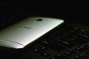 """HTC手机:高歌猛进的""""一代机皇"""" 海内外市场双失利"""