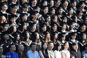 国新办:普通本专科在校生女生占52.5%超男生